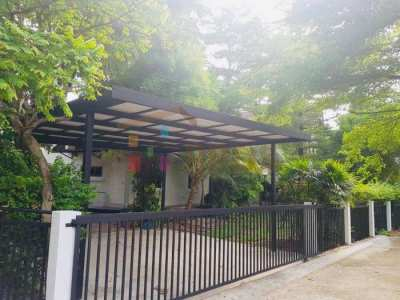 House for rent at Panya Pattanakarn Village – Renovated – Pet allowed