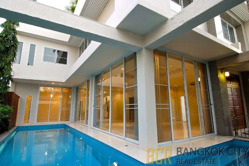 Modern Resort Styled House with Private Pool in Thonglor for Rent