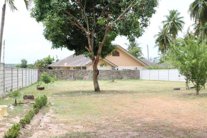 Beautiful land with 2 houses, swimming pool and long-term tenant