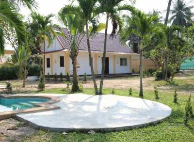 Beautiful resort with 3 houses, swimming pool and long-term tenant