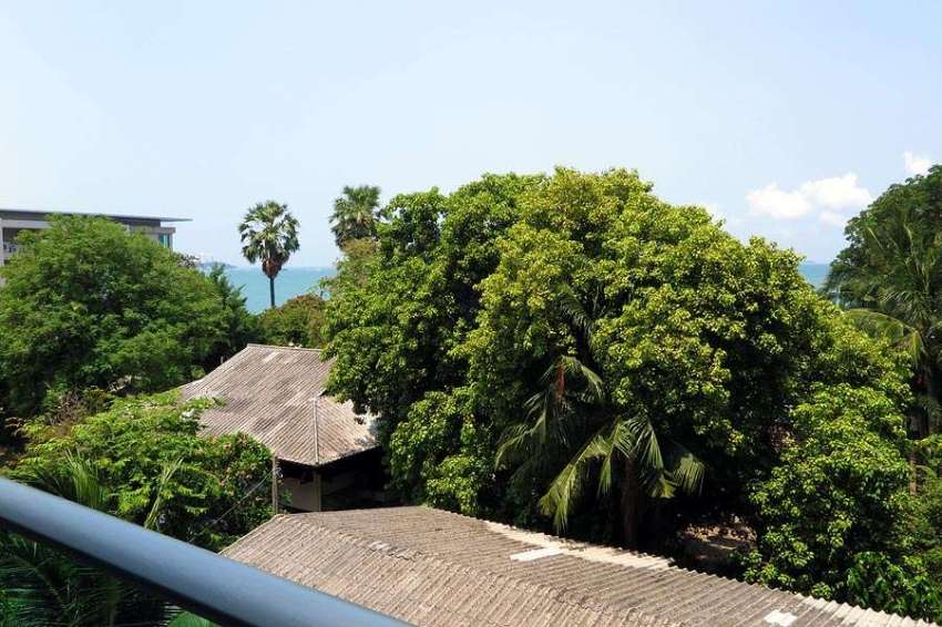 Beachfront Access Wongamat 2 Bedroom