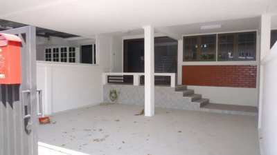Spacious unfurnished townhouse in Bangna 40 for rent!