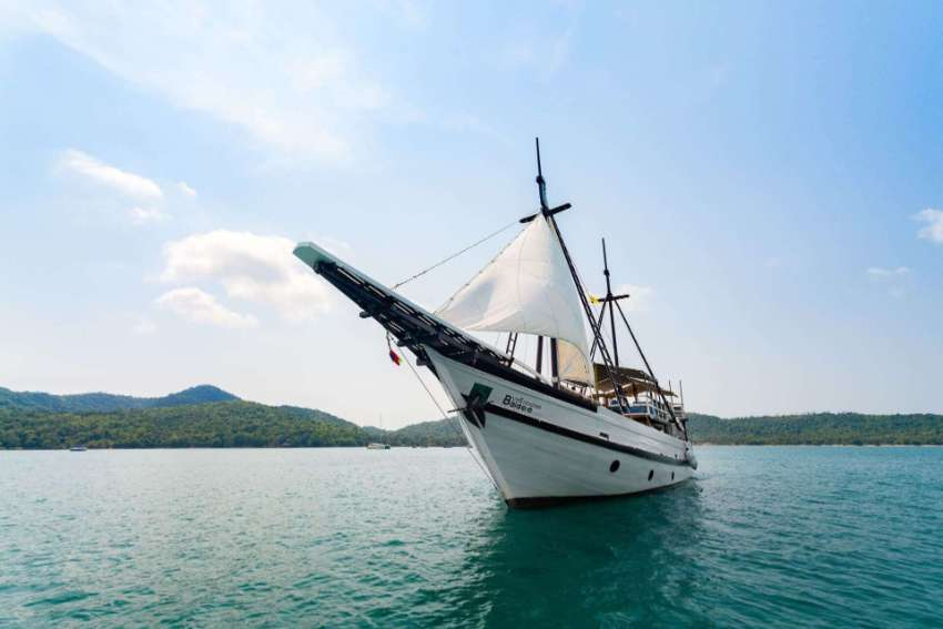 Schooner Phinisi 99 Footer *Good weather is coming - Are you ready?