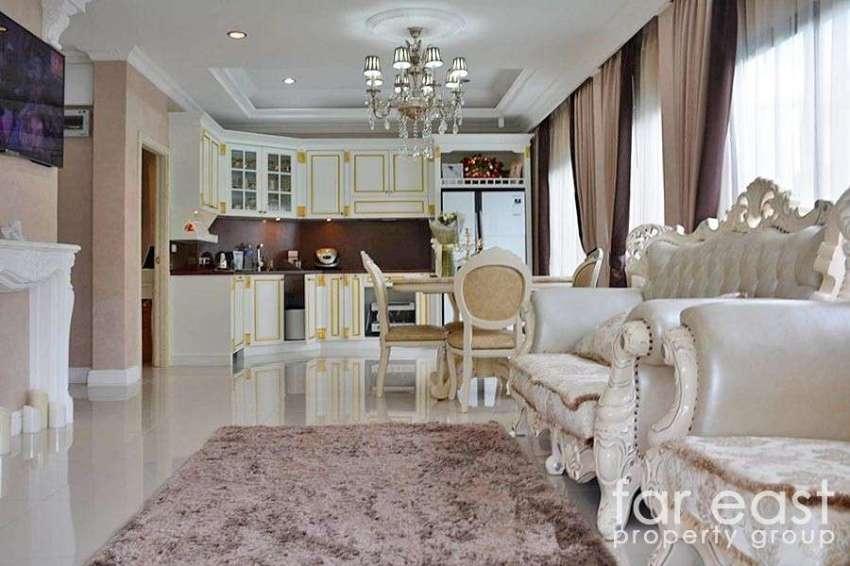 Opulent Baan Dusit Pattaya Park Pool Villa