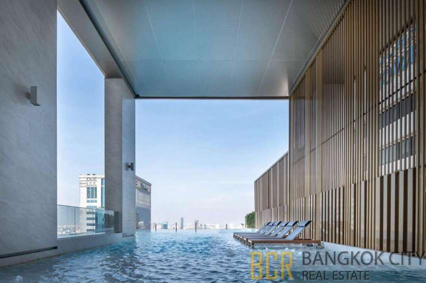 The Esse Ultra Luxury Condo Spacious and High Floor 1 Bedroom Unit