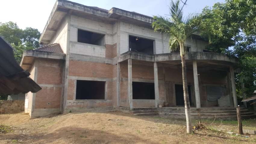 Huay Yai - HUGE Derelict House in need of completing - 204tw