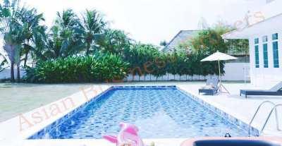 4305001 Beachfront Rental Villa with Swimming Pool in Petchaburi Freeh