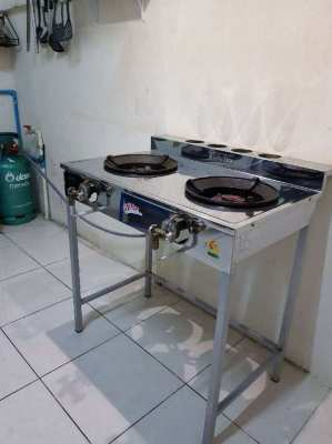 Gas stove. Gas bottle
