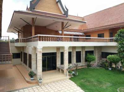 Big villa for sale in Middle of Bangkok - Land area 1048 Sqm - 4 bed