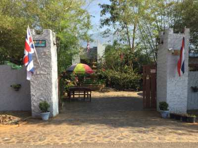 Thai Castle Resort, kanchanburi soi yok sleeps 108 customers 2 pools/