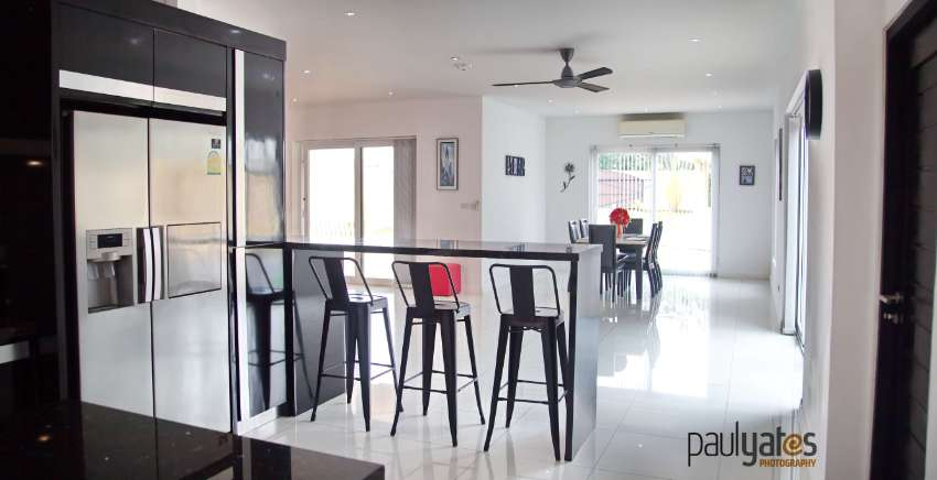 LARGE STAND ALONE EXECUTIVE FAMILY HOME ON ALMOST 1 RAI IN HUAY YAI