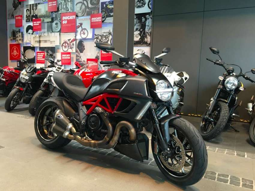 Ducati Diavel Carbon Red with Lots of Extras