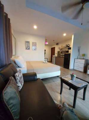 Beach and Mountain Condominium for sale Jomtien.