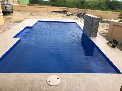 8M FIBERGLASS SWIMMING POOL | CENTURION WITH WATER PUMP HOUSE