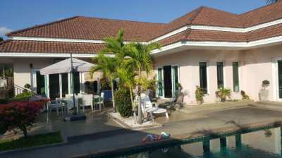 SUPERB QUIET LOCATION LAKE SIDE SPACIOUS POOL VILLA IN HUAY YAI