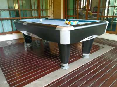 Pool Table - 7ft, Excellent condition, free delivery & installation !!