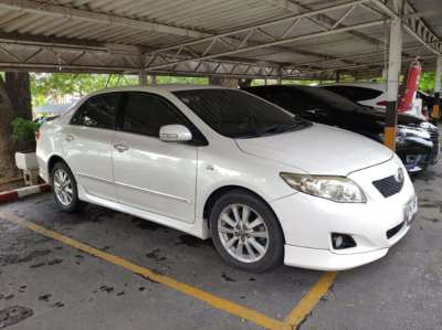 Corolla Altis 2.0 V in excellent condition