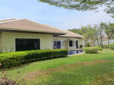 Jomtien-Park-Villas: luxury 3 plus bedroom pool-villa in central, upsc