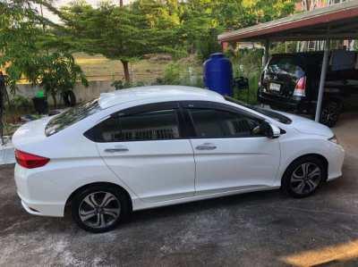 White 2015 Honda City SV + CVT 425,000