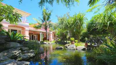 Central Pattaya: Lavish 5 bedroom pool mansion with outdoor qualities