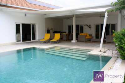 5 bedroom pool villa loaded with features in great Hua Hin location