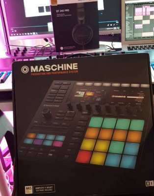 Native Instruments Maschine MK3 w/ Free Beyerdynamic DT 240 Pro