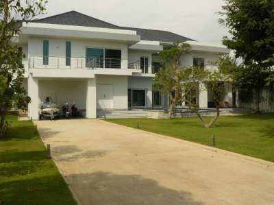 Best Price Very Nice Villa Jomtien Beach Pattaya For Sale