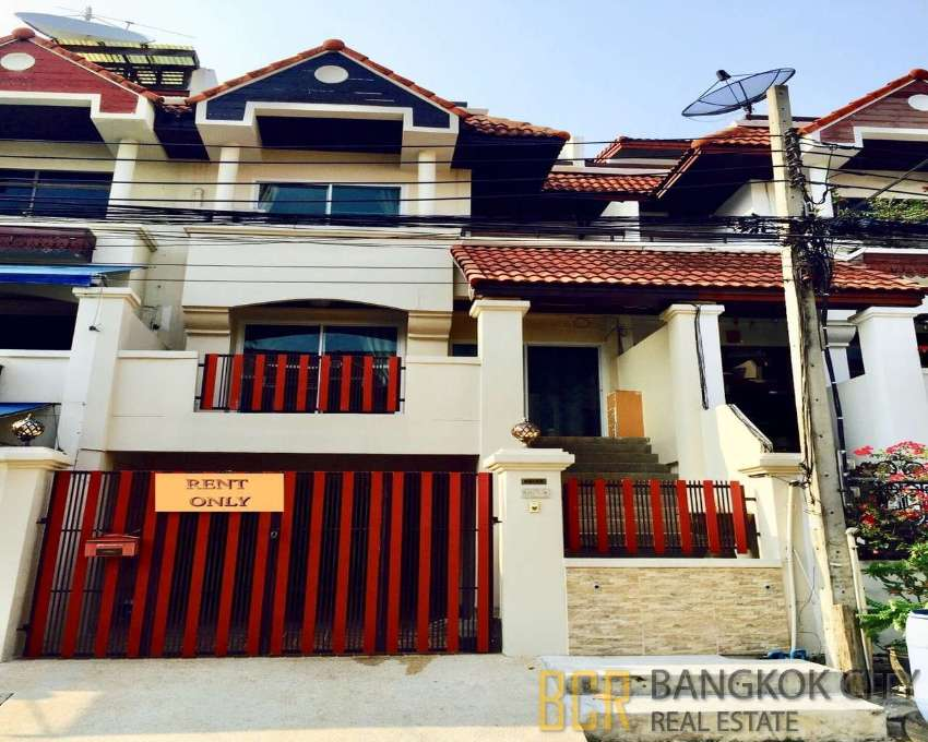 Spacious 4 Bedroom Town Home in Onnut for Rent - Hot Price
