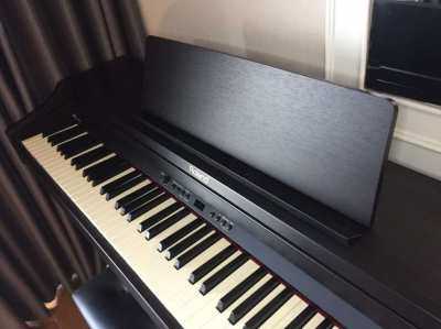 Roland Electric Piano!! Distress sales!! barely used!