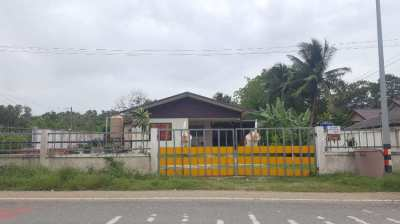 WELL LOCATED THAI HOUSE ON MAIN ROAD ON THE VILLAGE EDGE OF HUAY YAI