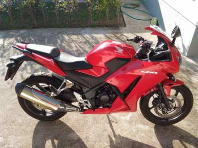 HONDA CBR300R Like brand new - 3000 km - with front/back ABS