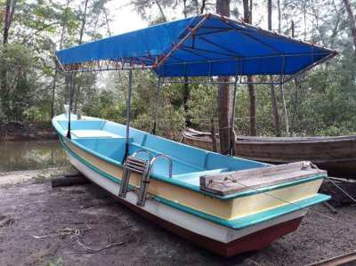 Sells fiberglass boat in PERFECT CONDITION; Length 6,50m-width 1,80m.