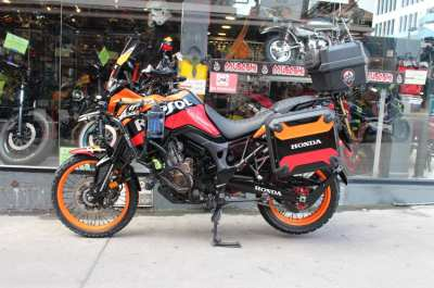 ็Honda Africa Twin CRF 1000 cc Repsoi Style