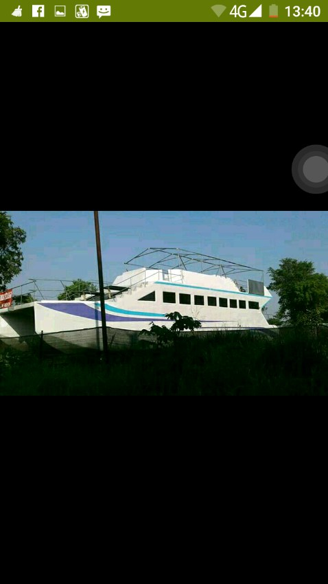 Catamaran for tour 19M
