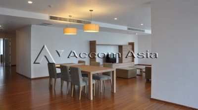 Minimalist Style Apartment 4+1 Bedroom For Rent BTS Thong Lo