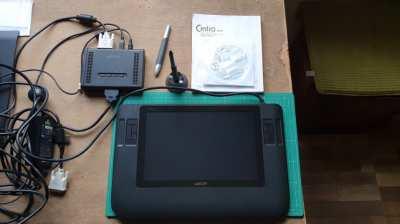 Wacom Cintiq 12wx Artists Drawing Tablet