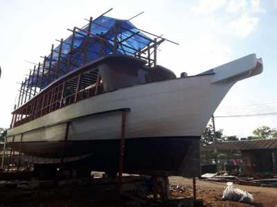 LARGE POWER BOAT FOR SALE FULLY OR PARTIALLY TO BE AN INVESTOR