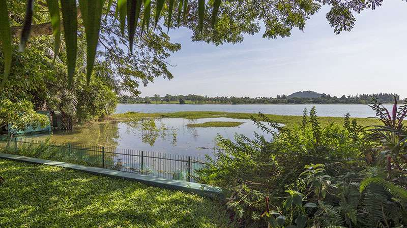 Wonderful lakeshore living, 5 bedroom pool estate, East-Pattaya