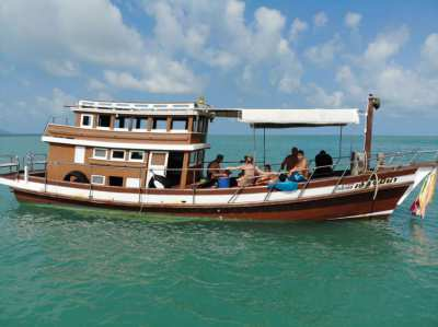 Hot Price for urgent sale for a nice Wooden Boat