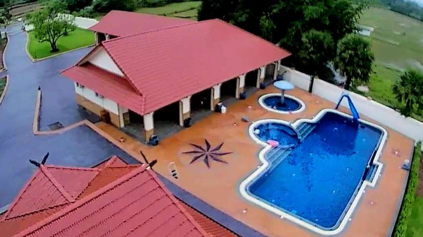 Pool Cleaning and Maintenance Services