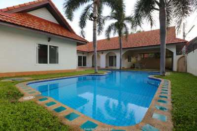House with a pool close to Sukhumvit road