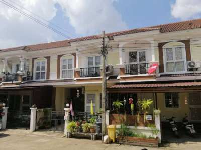 Nice Townhouse 30 km east of Bangkok for sale