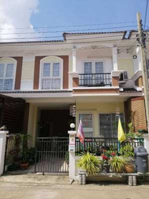 Nice Townhouse 30 km east of Bangkok for sale