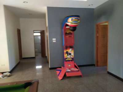 Coin operated boxing machine. Near New condition
