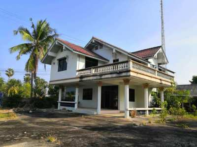 Second house near Cha-am beach.price is very cheap