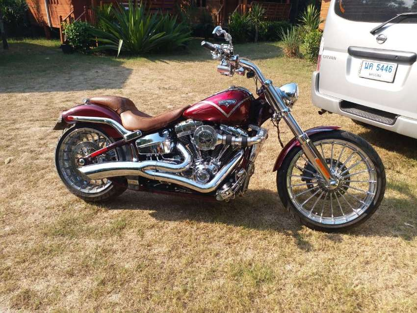 Supercharged 2013 Harley CVO Breakout