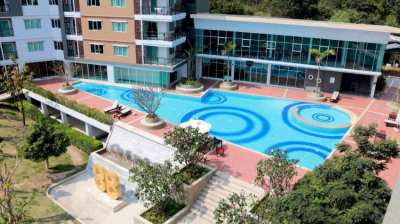 Well-furnished 2 bedrooms condo with nice pool view in Hua Hin