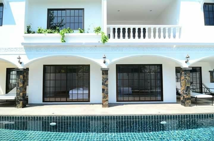 HOLIDAY POOL HOUSE NEXT TO BEACH FOR SALE