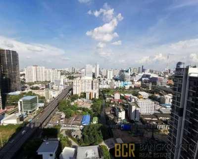 Midst Rama 9 Luxury Condo Very High Floor 1 Bedroom Flat for Rent