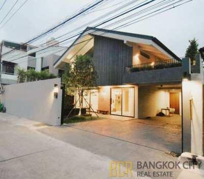 Private Pool Luxurious 4 Bedroom House within Ekkamai on FIRESALE